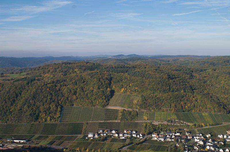 Hier steht ein Bild mit dem Titel: Erhabener Anblick: Weit schweift der Blick vom Krausbergturm (Foto: Hans-Joachim Schneider)