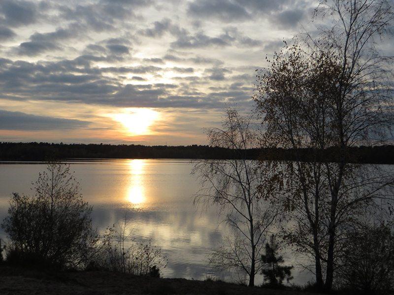 Hier steht ein Bild mit dem Titel: Wirklich, Sonnenuntergänge können sie gut, die Holländer. Beim Wandern gesehen, am Reindersmeer (Foto: Hans-Joachim Schneider)