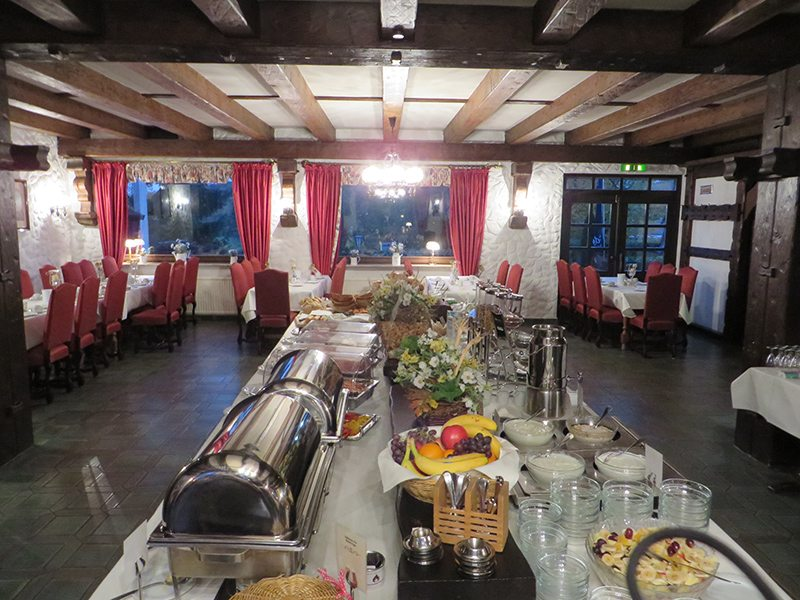 Großzügiges Frühstück nicht nur für die Bloggertruppe wartet auf den Gast in Victor's Seehotel