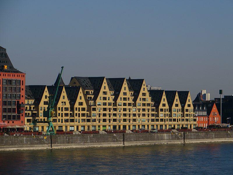 Hier steht ein Foto mit dem Titel: Rhein, Rheinbrücken, frühmorgens, Siebengebirge, Frühaufstehertour, Skaterplaza, Kranhäuser