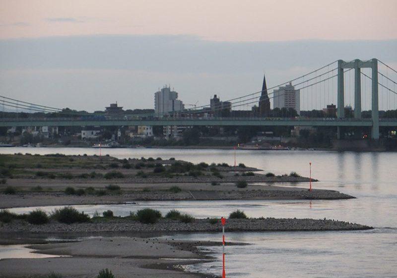 Hier steht ein Bild mit dem Titel: Noch immer kein Hochwasser in Sicht! (Foto: Hans-Joachim Schneider)