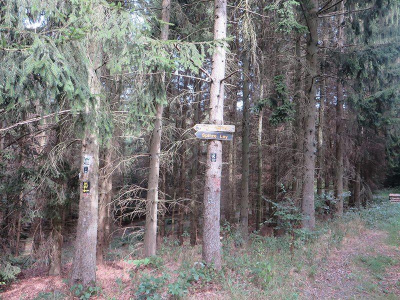 Hier steht ein Bild mit dem Titel: Hinweisschild zur Spitze Lay (Foto: Hans-Joachim Schneider)