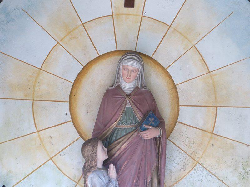 Hier steht ein Bild mit dem Titel: Die Marienfigur in der Maria-Anna-Kapelle (Foto: Hans-Joachim Schneider)