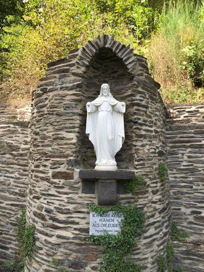 Hier steht ein Bild mit dem Titel: Die Christus-Skulptur ohne Hände hinterlässt jedes Mal Spuren bei mir (Foto: Hans-Joachim Schneder)