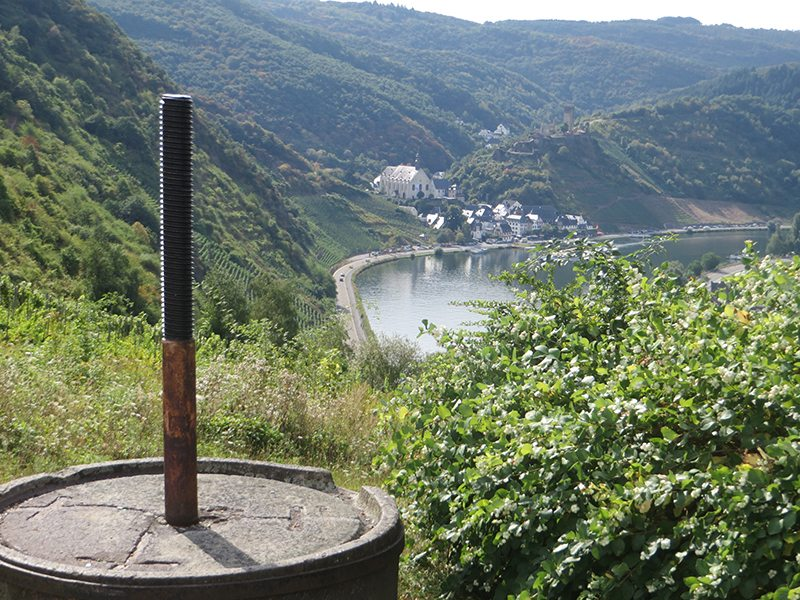 Aussichtspunkt, Plaatskopf, Panorama, Mosel, Fluss, Ufer, Weinberge, altes Weinfass