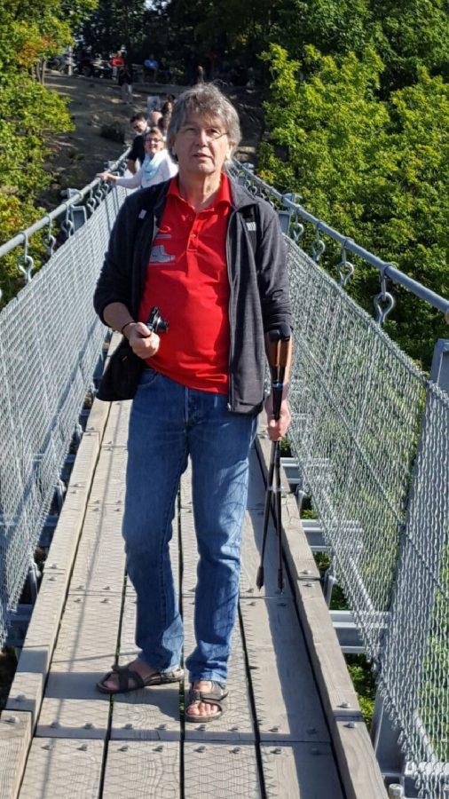 Hier steht ein Bild mit dem Titel: Und noch mal die Geierley-Hängebrücke. Auch meine Outdoorsandalen sind schon mal mit rüber (Foto: Britta Verhaag)