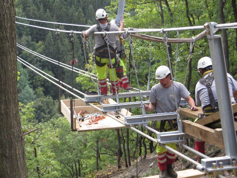 Geierlay, Hängeseilbrücke, Montage, Arbeiter, Seilbrücke, Montage, Abgrund,