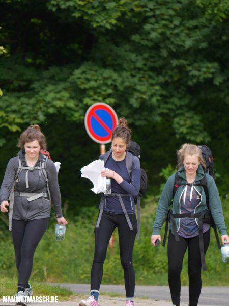 Frauenpower auf dem Mammutmarsch: Gleichgesinnte oder Freunde stärken die Motivation (Foto: Mammutmarsch.de)