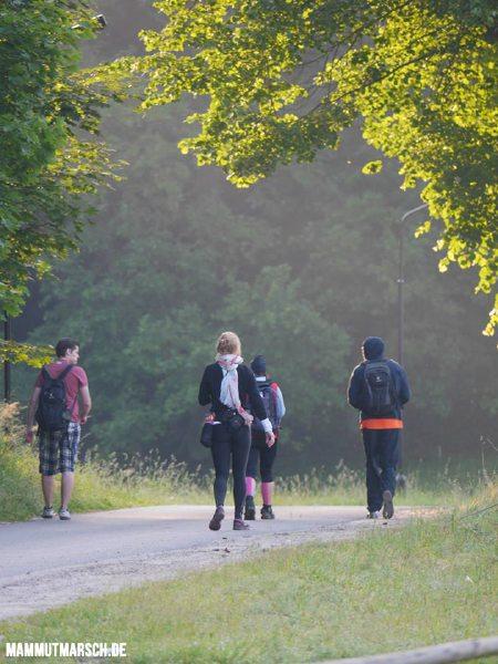 Ein ganz besonderes Erlebnis, das einem auch nicht jeden Tag beschert ist: In den Sonnenaufgang zu wandern.
