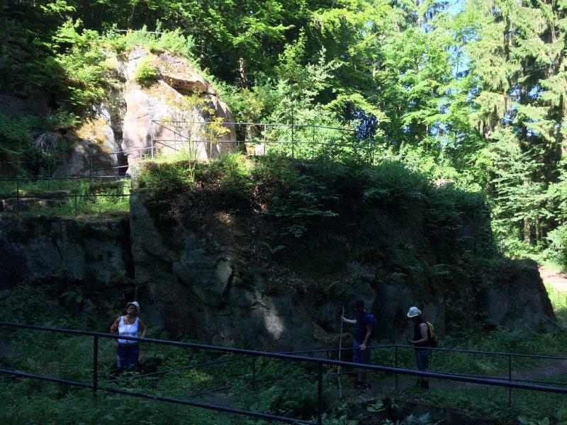 Es gibt viel zu sehen auf dem Römerpfad: Unter anderem der Komplex der Pützlöcher, ein ehemaliges römisches Bergwerk