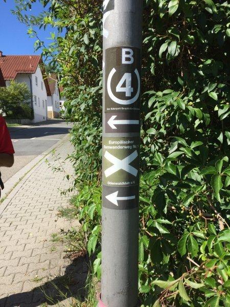 Wegmarkierung, weißes Kreuz, E1, Europäischer Fernwanderweg