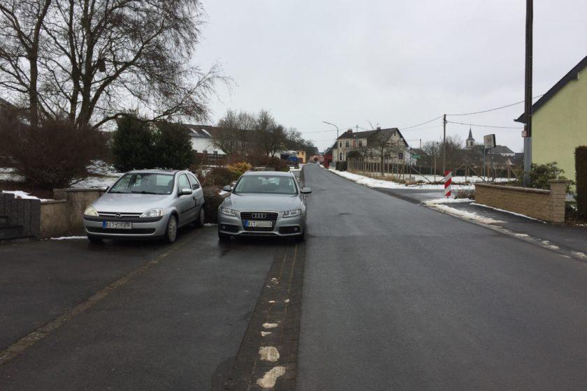 Bürgersteig, Autos, parken, Für Fußgänger ist kein Platz